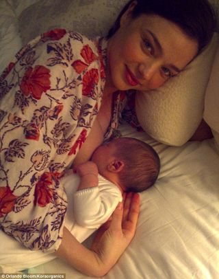 Miranda kerr breastfeeding Another celebrity breastfeeding mum!
